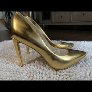 Nine West  7.5 Pointy Toe Tatiana Metallic Gold